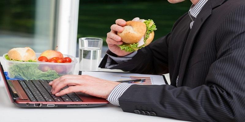 Dimagrire in pausa pranzo: ecco cosa mangiare in ufficio